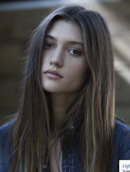 Elizabeth Elam Age