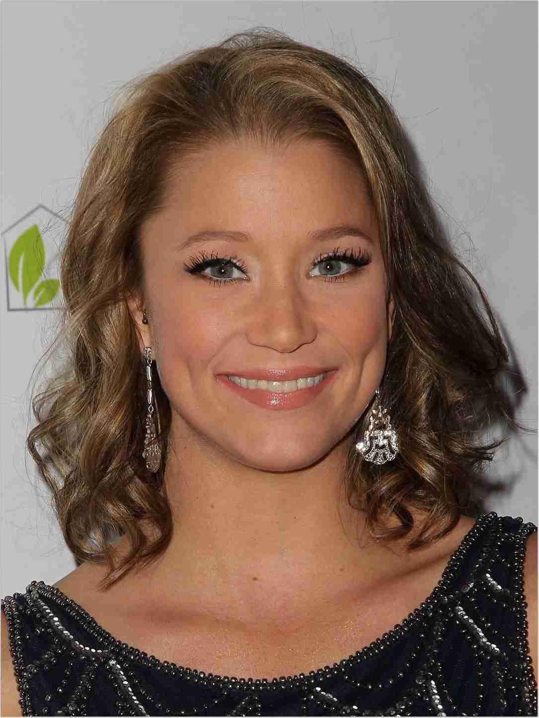 Kristen Renton Net Worth, Bio, Height, Family, Age, Weight